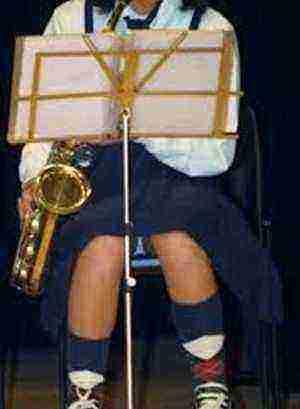 小学生 吹奏楽部 パンチラ 盗撮